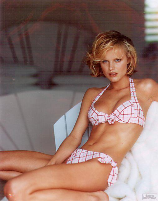 http://www.qiuqu8.com/imageflow/img/2010/06/107/Eva%20Herzigova-3-13.jpg